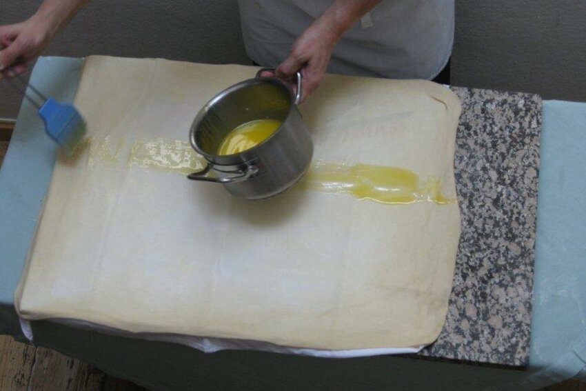 Preparation of a traditional Apple Strudel in Cafe Hacker in Rattenberg in Tirol - Alpbachtal